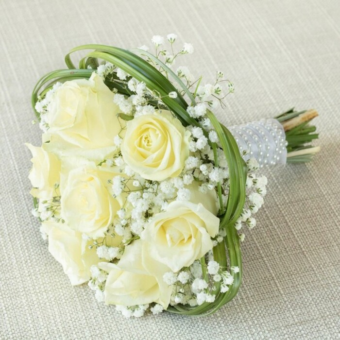 WHITE WONDERS BRIDESMAID BOUQUET